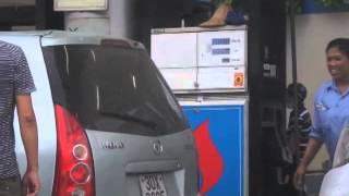 Bơm thiếu xăng trắng trợn ở Hà Nội [Phần 2, mỗi lần 100.000đ]