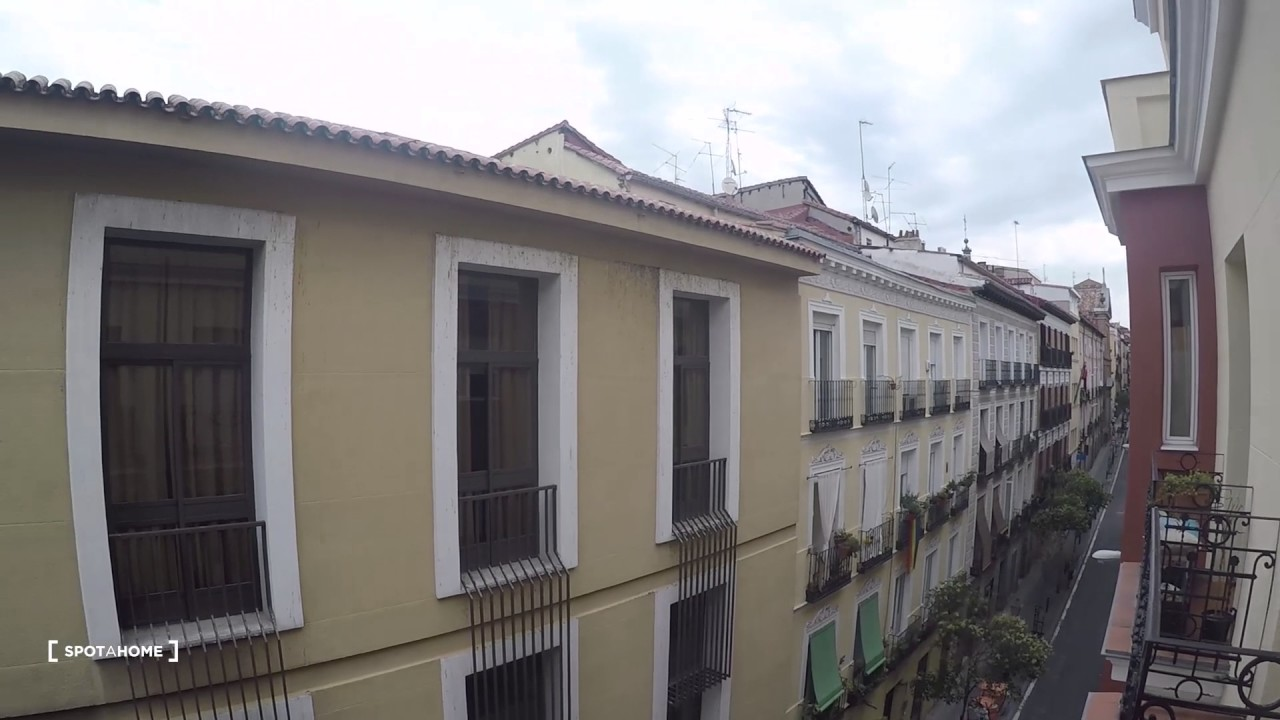 Spacious rooms for rent in 5-bedroom apartment in Malasaña