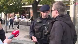 Kazma prodával na Václaváku trávu! Chytla ho policie!