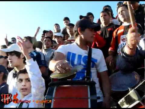 """Resumen de la hinchada Douglas vs Cipolletti -  6ta fecha revalida"" Barra: Los Fogoneros • Club: Douglas Haig"