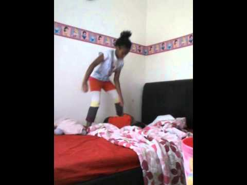 Little girls fighting must see