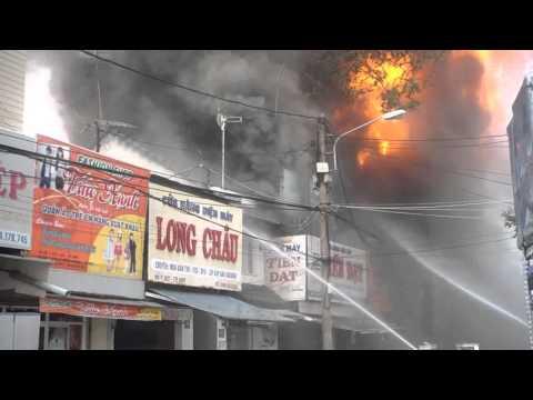 Cháy Lớn ở Buôn Ma thuột ngày 28.7.2014 - 13 căn bị cháy và đang tiêp tục