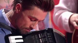 Билан играет на аккордеоне | Голос 5