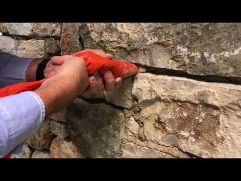 Natuurstenen muren voegen met een spuitzak