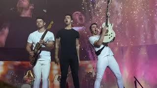 "Jonas Brothers The Happiness Begins Tour Vancouver ""Lovebug"""