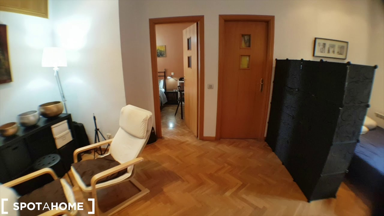 Exterior room available for rent in 2-bedroom apartment in Puente de Vallecas