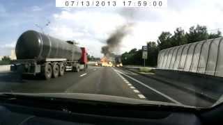Смотреть онлайн Мощный взрыв грузовика