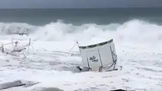 В Сочи смыло пляж  Шторм 8 09