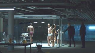 【喵嗷污】5人参加老板庆功宴,吃到一半却被逼着脱光衣服关进玻璃屋,原因很意外