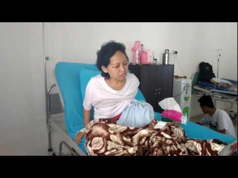 Takut Operasi, Ibu Penderita Kanker Payudara Akhirnya Dilarikan Ke Rumah Sakit