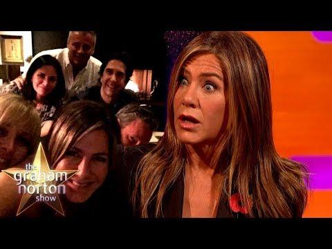 Jennifer Aniston o rozbitém Instagramu a zabavených rekvizitách a kvíz o Přátelích - The Graham Norton Show
