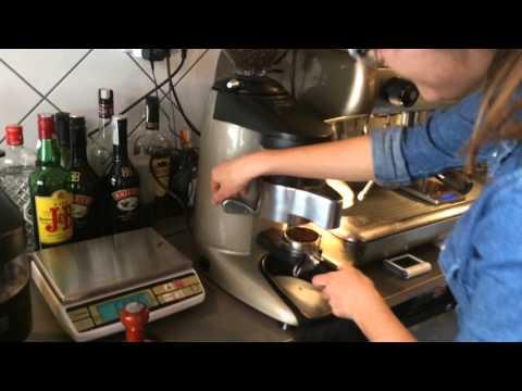 Como hacer un café espresso paso a paso con Barista Tamara de Manso Café