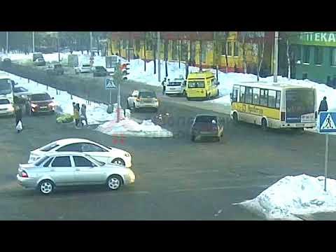 Автоледи сбила трех школьниц на пешеходном переходе