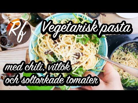 Vegetarisk pasta med chili, vitlök, soltorkade tomater, riven parmesan, färsk basilika och ruccola. Passar både till vardags som fest.>