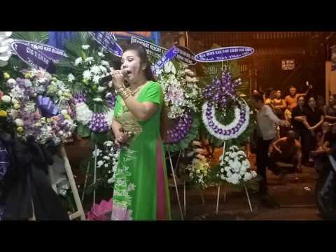 Lễ phá hoàng do tập thể nghệ sĩ thuộc công ty TNHH MTV Dịch vụ tang lễ Tân Vạn Phú thực hiện