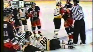 Jaromir Jagr vs Rich Pilon