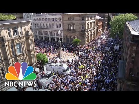 Manchester Vigil Unites In Song: 'Don't Look Back In Anger' | NBC News