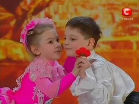 ריקוד מדהים של ילדים צעירים
