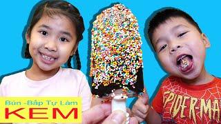 Bé Bún Làm Kem Phủ Socola và Cốm 7 Màu – Homemade Ice Cream