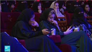 سعوديات يحضرن لأول مرة حفلا موسيقيا في العاصمة الرياض