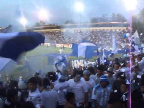 """La Demencia Celaya Pamela Chu final de ascenso Celaya vs Chivas 21-05-2011"" Barra: La Demencia • Club: Celaya"