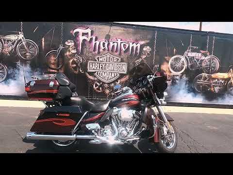 2013 Harley-Davidson CVO Ultra Classic Electra Glide FLHTCUSE8