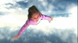 GREEN SCREEN  FLYING (MARIAH).avi