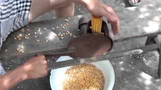 Ручное устройство для чистки кукурузы.