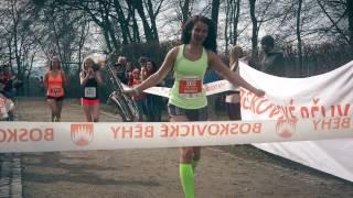 Video Za holkama běhaj hoši - Karlovy hračky