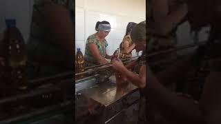 Смотреть онлайн Вот как делают напиток Буратино