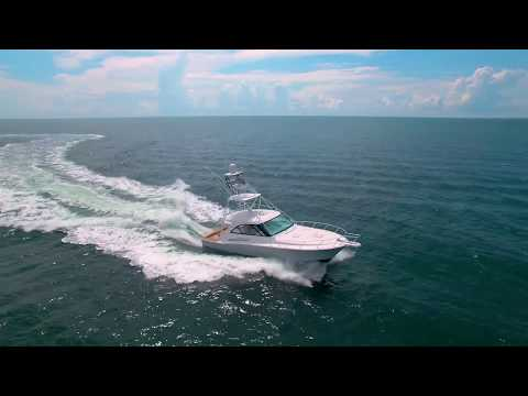 Hatteras GT45 Express video