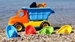 Машинки и Лодочки в видео для детей - Строим гавань в песке