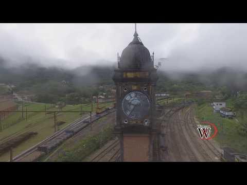 Drone Sobrevoando a Cidade de Paranapiacaba
