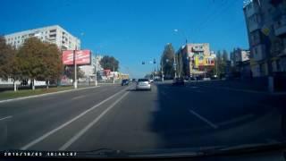Момент аварии авто полицейских и мотоцикла