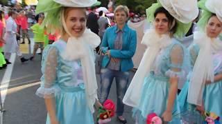 Перед началом карнавала в Сочи: на площади у Зимнего театра 27 мая 2017 года.