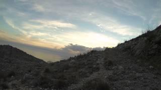 Acampar junto al lago Skadar en la frontera entre Albania y Montenegro
