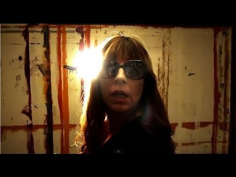 Jeff and Susanne Kelly - I'd Rather Be Filming In Vanda's Room (Official Video)...