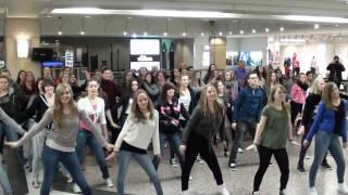 "dance it! - Flashmob Heiratsantrag zu ""Marry you"""