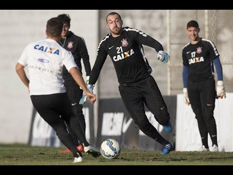 Sem Guerrero e Sheik, Corinthians erra bastante em treino de finalizações
