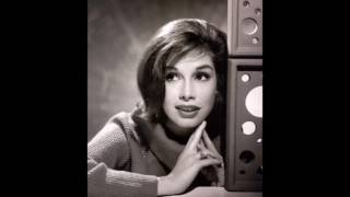 Love is all around Mary Tyler Moore (In Memory)