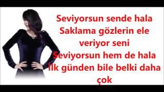 Hande Yener Seviyorsun Şarkı Sözleri LYRİCS Sözler Ekranda