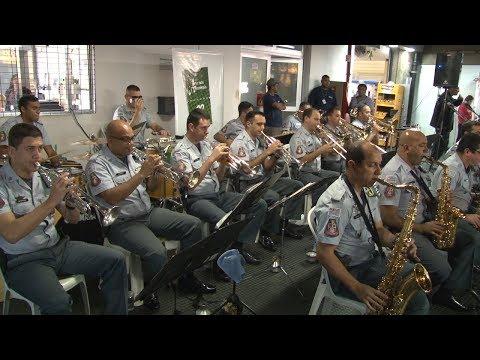 Jazz Band da PM traz animação para terminal de Diadema