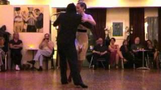 <br />QUE FALTA QUE ME HACES<br />tango<br /><br />video Geneviève Ruocco