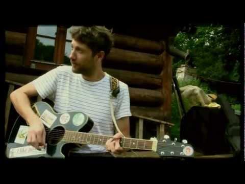 Malá bílá vrána - Malá bílá vrána - Mraky  (Official Music Video 2012)