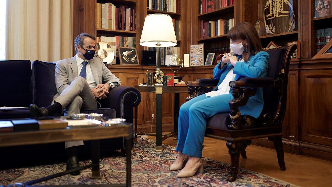 Διάλογος του Πρωθυπουργού Κυριάκου Μητσοτάκη με την Πρόεδρο της Δημοκρατίας Κατερίνα Σακελλαροπούλου