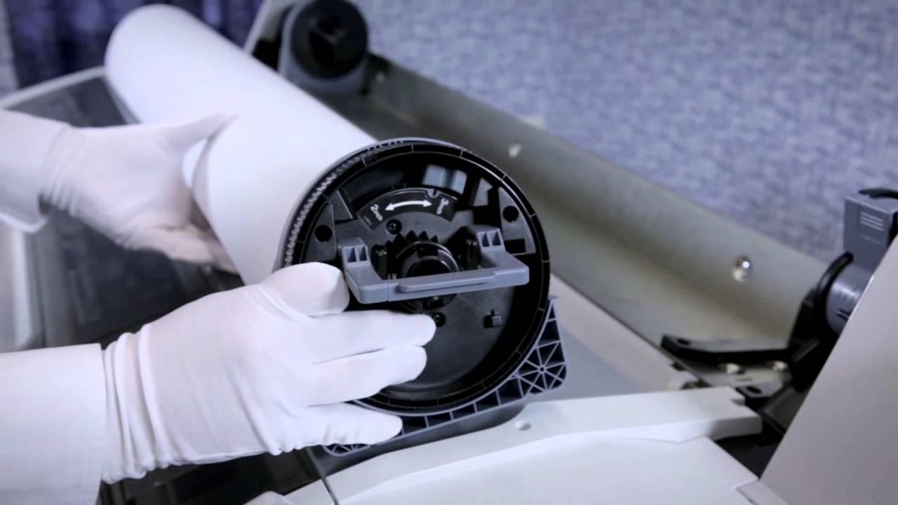 Como carregar e retirar o papel da impressora Epson F6070