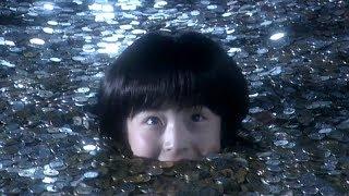 一个神奇的存钱罐,让小萝莉变成了一只吃硬币小怪兽的奇幻短片!