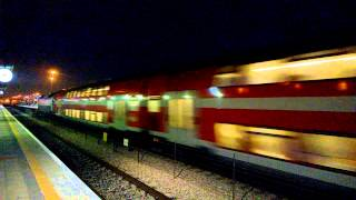preview picture of video 'Express train passing Herzliya station at night'