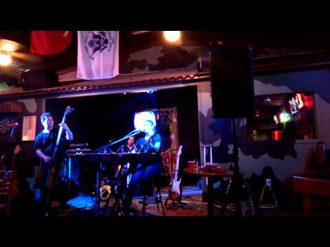 "Rhythm And Rose Performing ""Stronger than Me"" By Amy Winehouse at Tripp's Humor Bar (Da Bunker)"