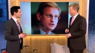 Gambar cover Satiriker imiterar alla våra statsministrar - Nyhetsmorgon (TV4)